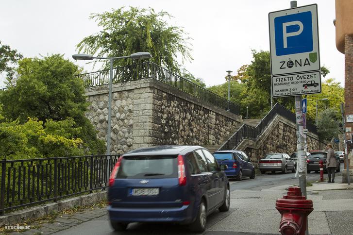 A Margit utca és a Mecset utca sarka