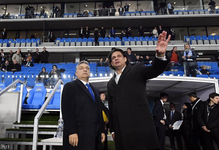 Orbán Viktor miniszterelnök (b) és Deutsch Tamás, az MTK elnöke az új Hidegkuti Nándor Stadion megnyitóünnepségén.
