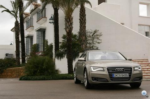 Már messziről is látszik, hogy egy Audi közelít. De melyik?