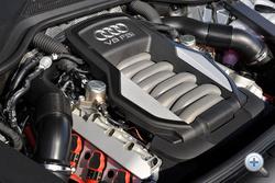 Az Audinál mostanában nem divat a turbó: a 4,2-es V8 FSI 372 lóerős