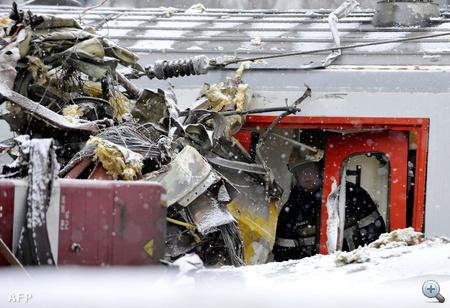 A belga vasúttársaság, az SNCB és a vasúti infrastruktúrát működtető Infrabel ezt egyelőre nem erősítette meg.                         A személyvonatok első kocsijait az ütközés megemelte. Egy szemtanú szerint a becsapódás rendkívül erős volt, a megelőző pillanatokban egyik vonat sem vészfékezett. A beszámolók szerint az utasok össze-vissza csapódtak a vagonokban.