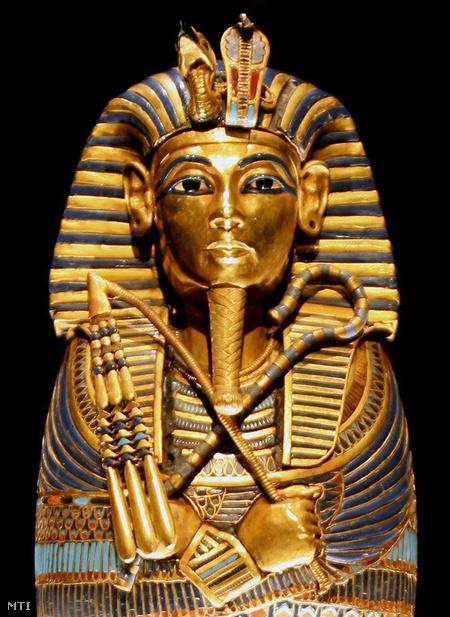 A Tutanhamon egyiptomi fáraó zsigerei számára készített koporsó