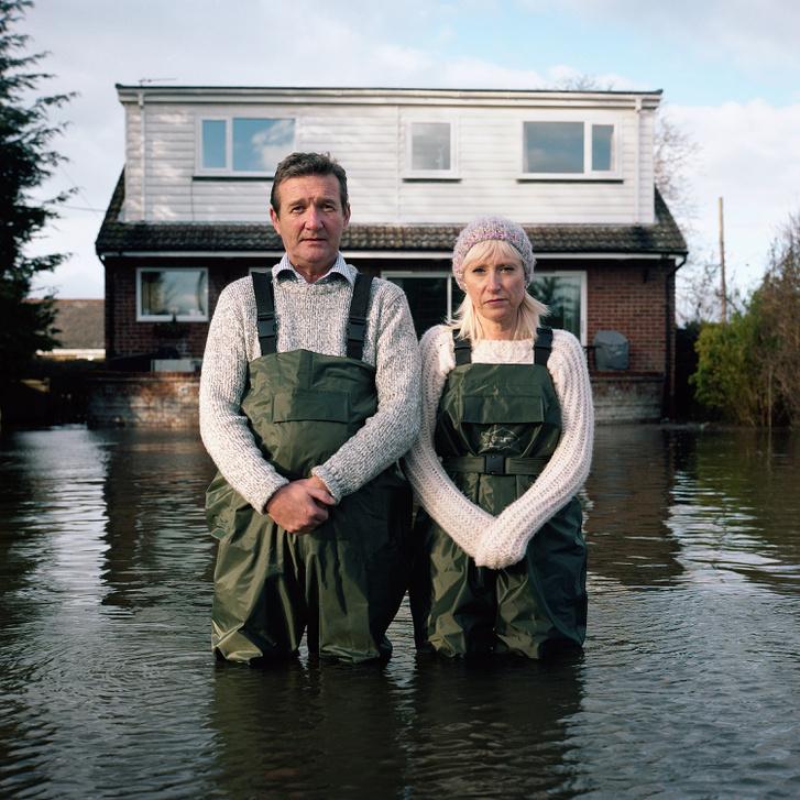 Gideon Mendel a világ árvíz sújtotta részein készít felvételeket a helyiek küzdelméről a természeti csapással
