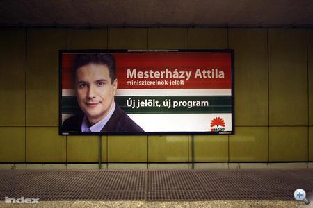 A napokban új MSZP-s plakátok jelentek meg a választókerületi jelöltek helyén