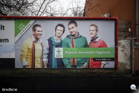 """Az MDF is elkezdte a plakátkampányt. """"Új MDF 2010 - A MINŐSÉG"""" és """"MDF - Magyarok. Demokraták. Függetlenek. www.mdf.hu"""""""