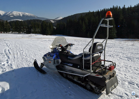 Az Arctic Cat Bearcat 660 Widetrack típus valójában egy kétszemélyes munkagép