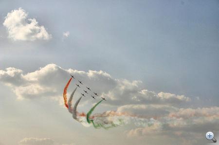 A Szurja Kiran Aerobatic Team (SKAT) 1996-ban alakult.