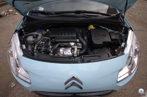 90 lóerő, 215 Nm - sajnos elég hangos az 1,6-os dízel