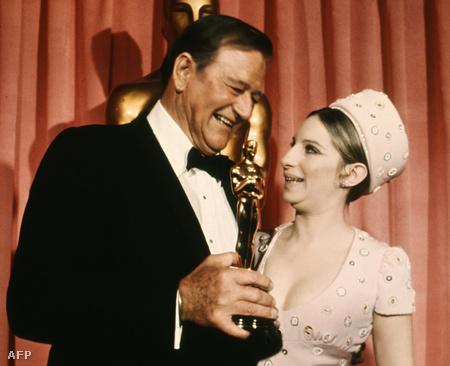 Barbra Streisand 1969-ben már szobortulajdonoskén örült John Wayne sikerének