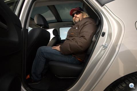 Alaphelyzetben kényelmes a hátsó ülés
