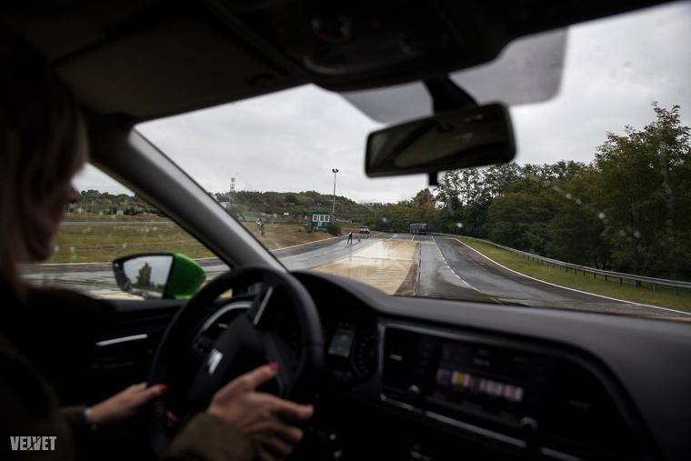 Itthon az autósok muzeális, átlagosan 26 éves útburkolatokat koptathatnak