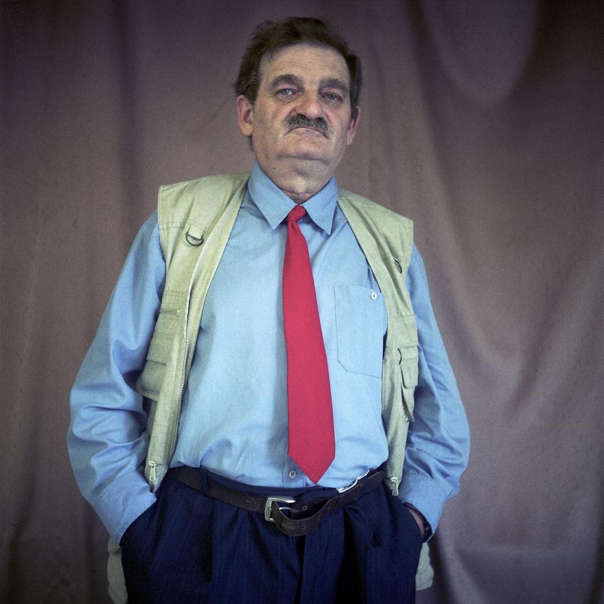 Csepel, a magyar főváros, Budapest egyik kerülete, ahol a rendszerváltás után több mint húsz évvel is a kommunista világ máig élő lenyomata látható. Nagyképünkben Kovalovszky Dániel faportréival foglalkoztunk.