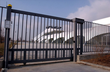 Pécs, 2006. február 6. Az Expo Center. Tüntetést szerveznek február 10-ére az Expo Center ki nem fizetett alvállalkozói, akik több mint 500 millió forint átutalását várják a fővállalkozó KIPSZER FT Rt.-től