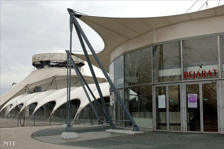 Pécs, 2010. március 2. A több mint két éve bezárt, üresen álló Expo Center.