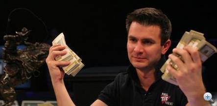Koroknai András a pénzzel
