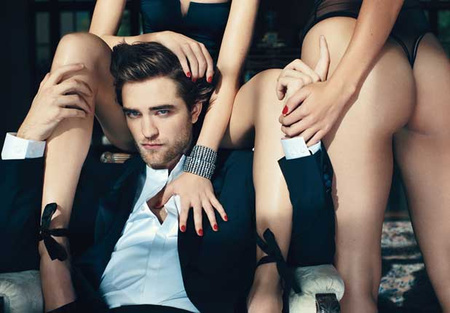Robert Pattinson (balra)