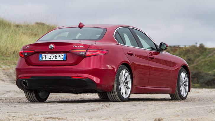 Az életben meglehetősen nehéz belelátni a BMW-t, pedig elsőre, fényképről úgy tűnhetett, hogy valami hasonló. Hát nem