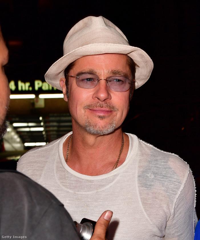 Ez a színész pedig biztos, hogy csókolgatta már a nyakát