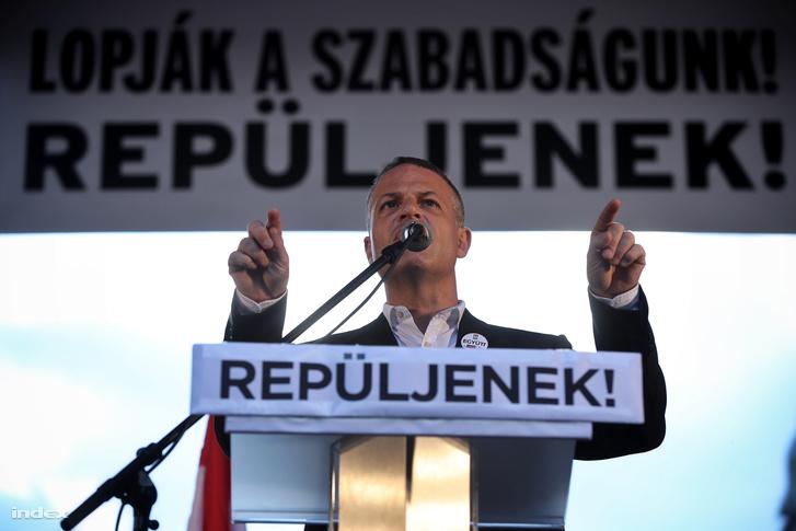 Juhász Péter a Népszabadság bezárása elleni tüntetésen, 2016. október 16-án.