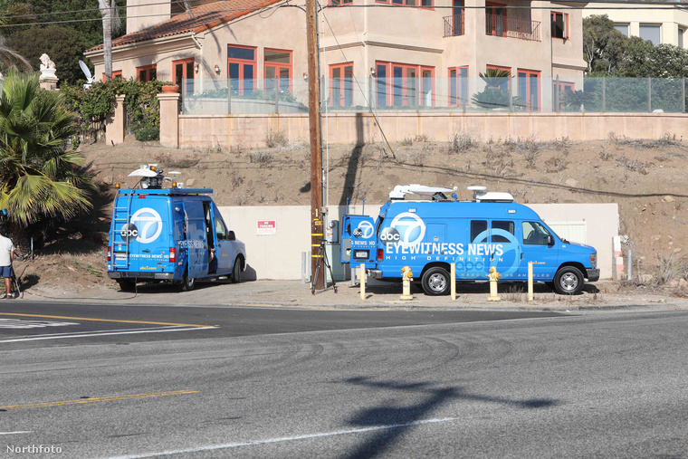 A biztonsági őr összesen négy lövést adott le a támadóra - kettő a vállán, kettő a mellkasa környékén találta el