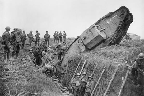 EGy lövészárokba ragadt tank Ribecourt-nál