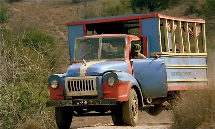Én a vízilovakkal vagyok (1979) - Bedford TJ J2
