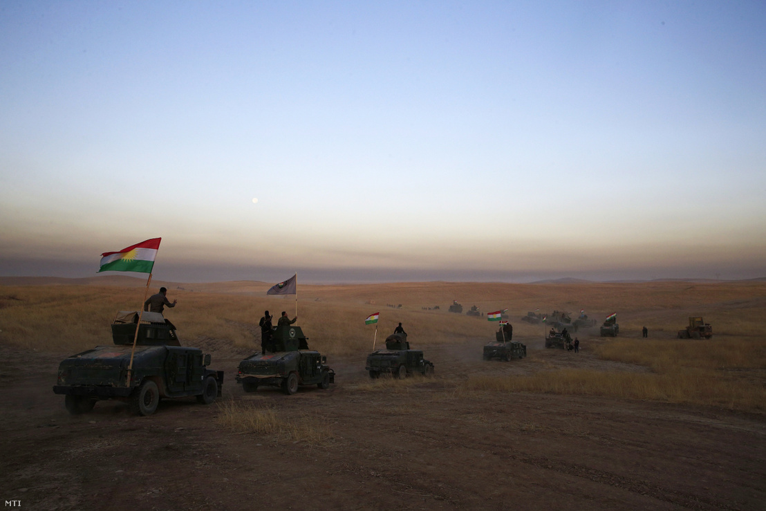 Iraki kurd konvoj Moszul közelében