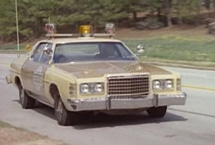 Seriff az égből (1979) - Ford LTD