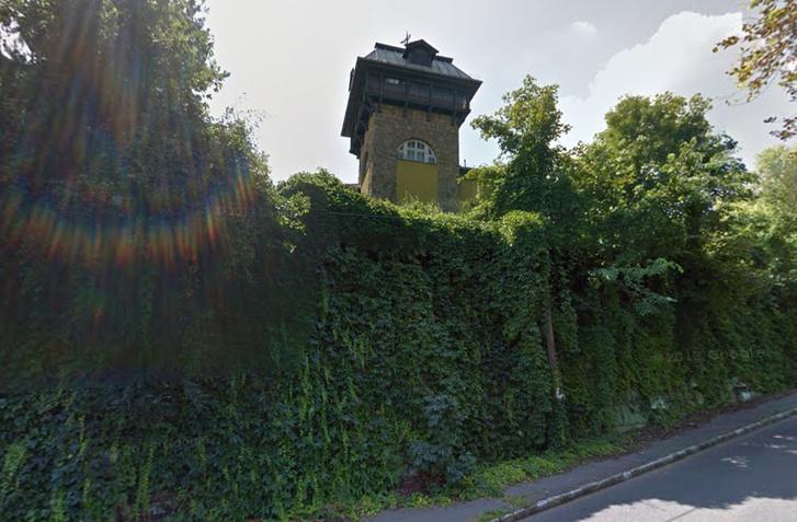 A kútvölgyi úton található ház tornya a Google utcatérképén