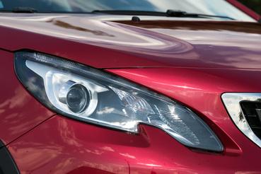 A lámpába belógó karom Peugeot-védjeggyé vált