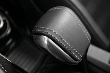 Peugeot-ék újra feltalálták a kézifékkart