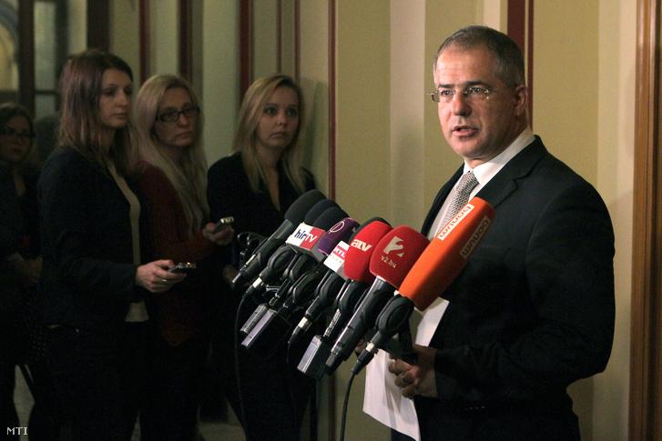 Kósa Lajos egy korábbi sajtótájékoztatón