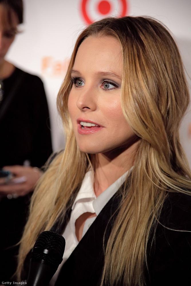 Na és mi van abban az esetben (most már 2012-ben járunk, a színésznő ekkor 32 éves), ha már akkor arcot csináltatott magának, amikor még nem volt olyan híres? Mindenesetre ez lenne a világtörténelem legravaszabb öntartósítása