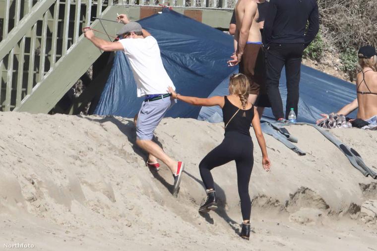 hogy DiCaprio csak barátnője segítségével tud visszamászni a házba.Na, viszlát!