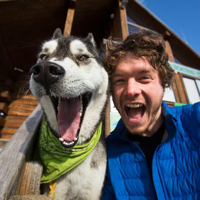 A férfi 2010-ben a kutyájával készítette első állatos szelfijét,