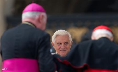 Benedek pápa elfogadta az ír püspök lemondását
