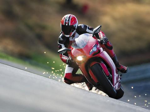 Ducati 1198: 170 lóerő