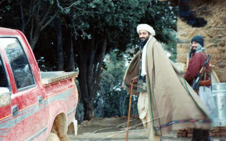 A fotókon Bin Laden egészségesnek és nyugodtan látszik, több képen még mosolyog is.