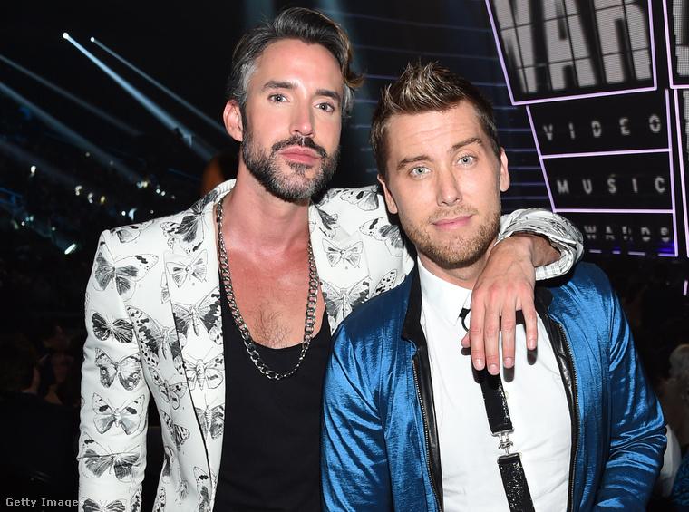 Az MTV Video Music Awardsra is együtt mentek ők ketten. Lance Bass egyébként nem egyedül álló, 2014. decemberében kötött házasságot vőlegényével, Michael Turchinnal.