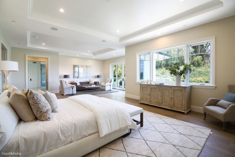 Mielőtt elalélna Kylie Jenner hálójától, képzelje el azt a minden esti tortúrát, amikor le kell pakolni a díszpárnákat az ágyról