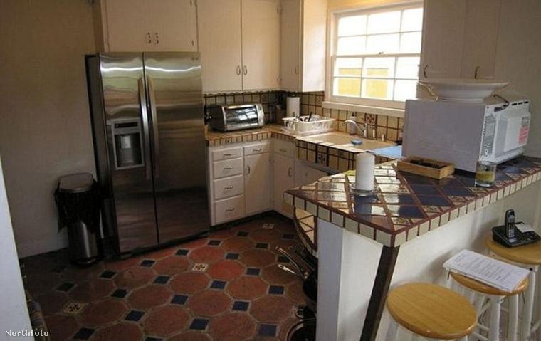 Biztos nagyon drága volt az a mikró, meg a gyertya a konyhapulton, úgyhogy érthető a dolog