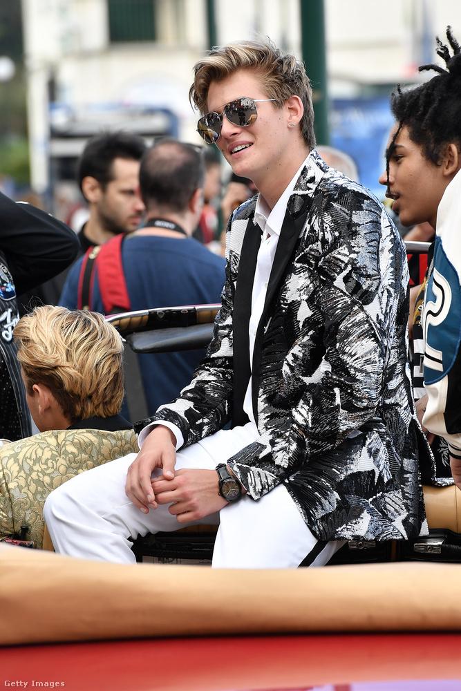 Még a végén Gerberék kiütik a nyeregből Kendall Jenneréket, és a férfimodellekre figyel a világ