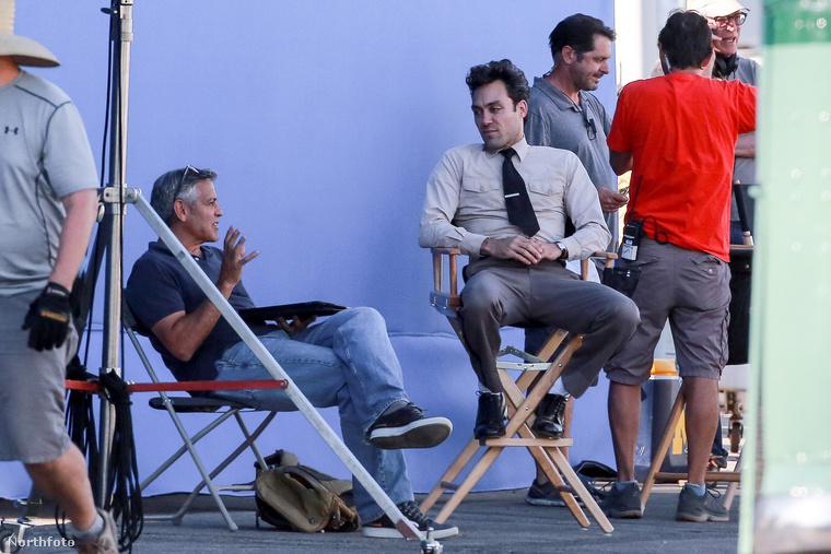 George Clooney jelenleg a Suburbicon című film Los Angeles-i forgatásán dolgozik, és bokros teendői mellett nem sok ideje jut feleségére.
