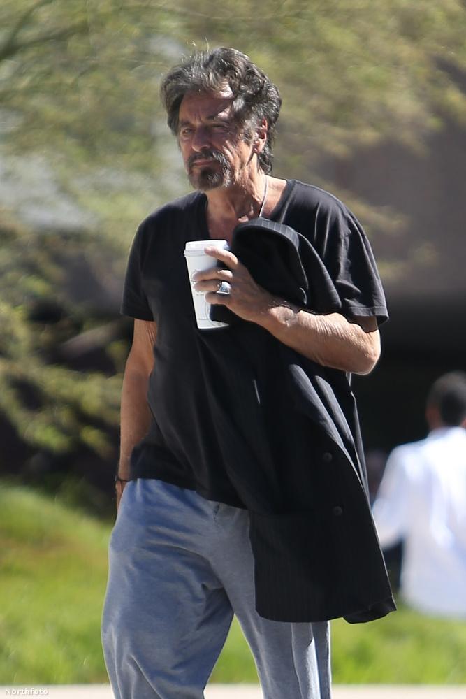 Nem feltétlenül a csapzott hajat és a bő, játszós ruhát szoktuk meg Al Pacinótól...