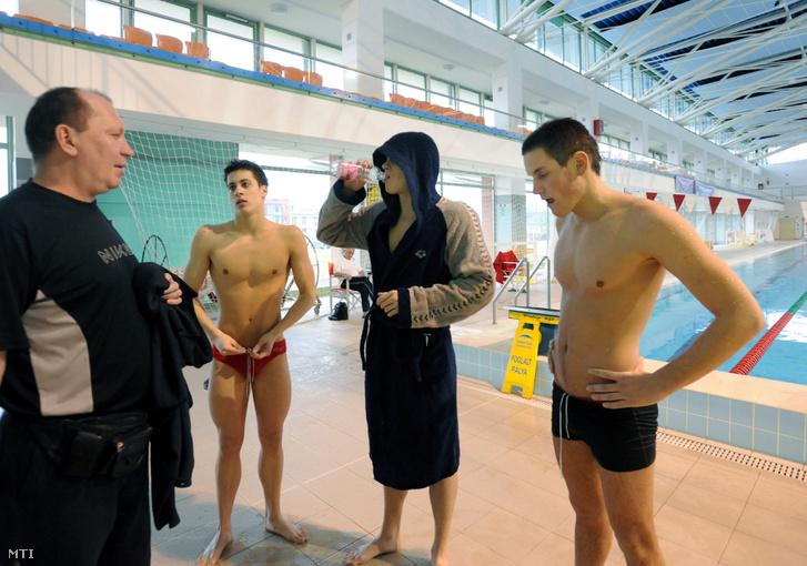 Széles Sándor edző Gyurta Dániellel, Gyurta Gergellyel és Szilágyi Ádámmal 2011-ben