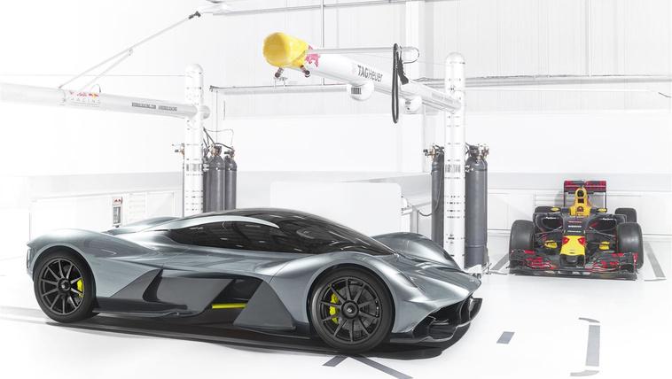 Elképesztő kanyarsebességet tud a Red Bull sportkocsija 73c4c4c5a5