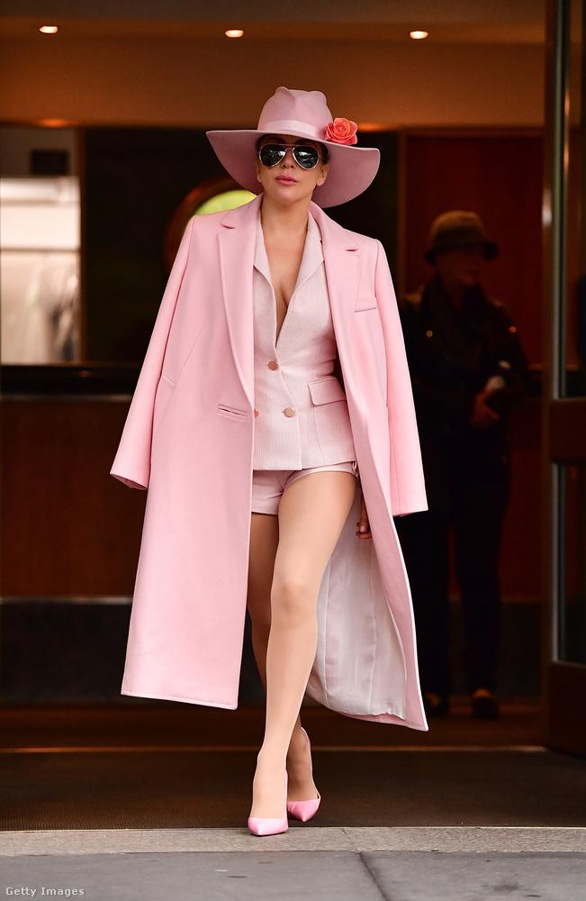 A konszolidáltság és Gaga eddig nem kifejezetten voltak egy platformon, de mielőtt elcsodálkozna, felhívjuk figyelmét a nadrágjára