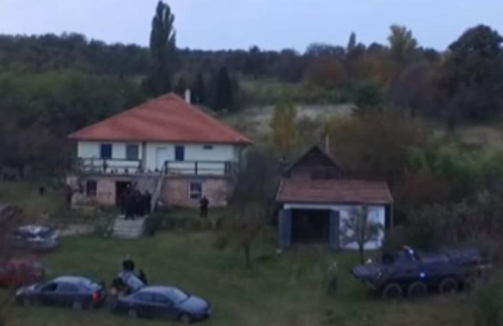 A TEK felvétele a robbantó házáról