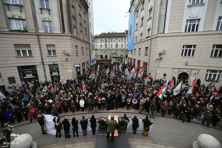 A Jobbik a Corvin-közben tartott megemlékezést