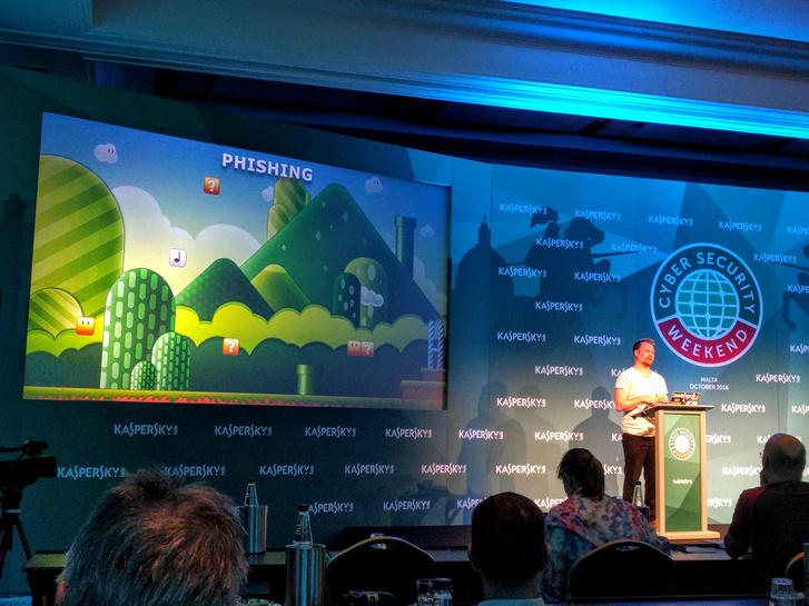 David Jacoby előadása a Kaspersky Lab kiberbiztonsági hétvégéjén.